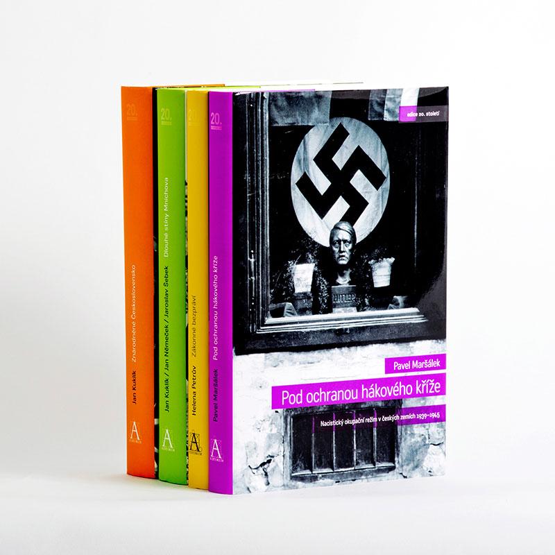 Grafický návrh a sazba. Řada knih z Edice 20. století. Vytvořeno pro společnost Antikomplex.