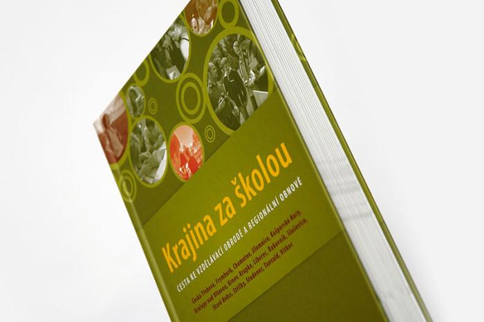 Grafický návrh a sazba knihy Krajina za školou pro společnost Antikomplex.