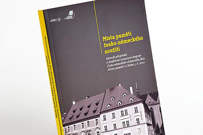 Grafický návrh a sazba knihy Místa paměti pro společnost Antikomplex.